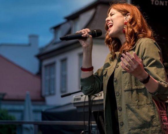 Irina Kühn live on stage in Ludwigsburg // © Werner Ottens